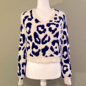 Rue21 NWOT cropped fuzzy V neck sweater S